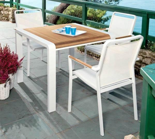 Prato verde mobili da giardino barbecue ombrelloni for Ombrelloni esterno ikea